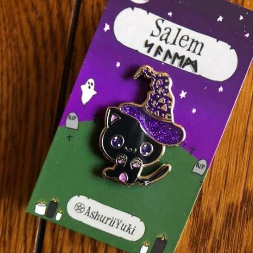 Salem Kitty Enamel Pin